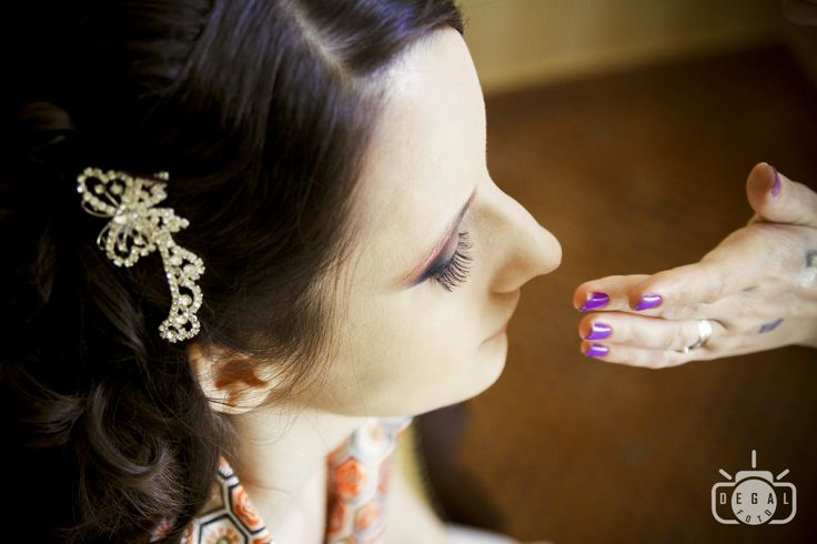 Un mic accesoriu in parul miresei poate avea un impact mare asupra intregii tinute. Vom surprinde pentru tine toate detaliile care te fac sa stralucesti in ziua nuntii tale. http://www.degalfoto.ro #degalfoto, #accesoriuparmireasa, #nuntasieveniment