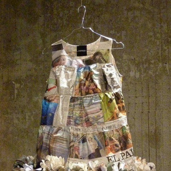 Vestido de papel de Aspesi con bajo floral: Los diseños elaborados con papel de periódico verán la luz en la Vogue Fashion's Night Out.