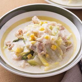 豚肉と白菜のうまみたっぷり!体も温まる「豚肉と白菜のトロトロクリーム煮」のレシピです。プロの料理家・SHIORIさんによる、豚しゃぶしゃぶ用肉、白菜、ホールコーン缶、牛乳などを使った、408Kcalの料理レシピです。