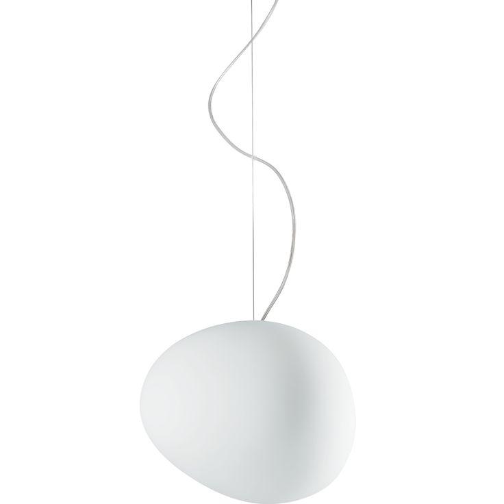 Gregg pendel är en stilfull pendel med en rundformad men ändå ojämn lampskä...
