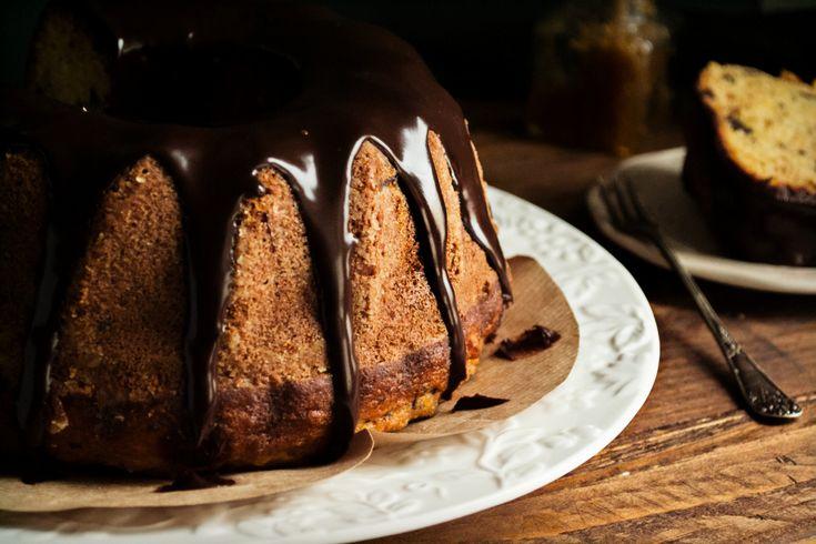 Γι, αυτό το μοναδικό bitter κέικ φτάνει μόνο μια σοκολάτα και ένα πορτοκάλι! Ακολουθείς την συνταγή και να, ένα κέικ με γεύση σαν από Φθινόπωρο.
