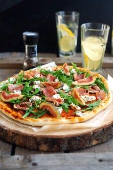 Пицца с инжиром, прошутто и козьим сыром, пошаговый фото рецепт, кулинарный блог andychef.ru