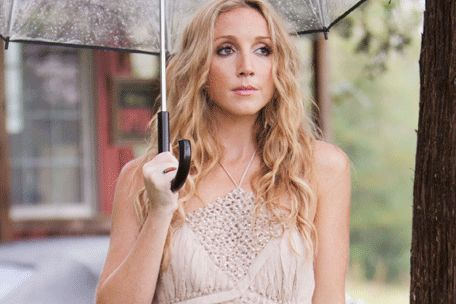 """Ashley Monroe's new video """"Like A Rose""""  premieres on CMT"""