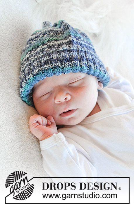 Gestrickte Mütze mit Rippenmuster für Babys. Größe 1 Monat - 4 Jahre. Die Arbeit wird gestrickt in DROPS Fabel.