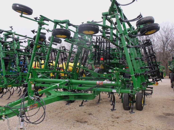 Large John Deere 2210 field cultivator