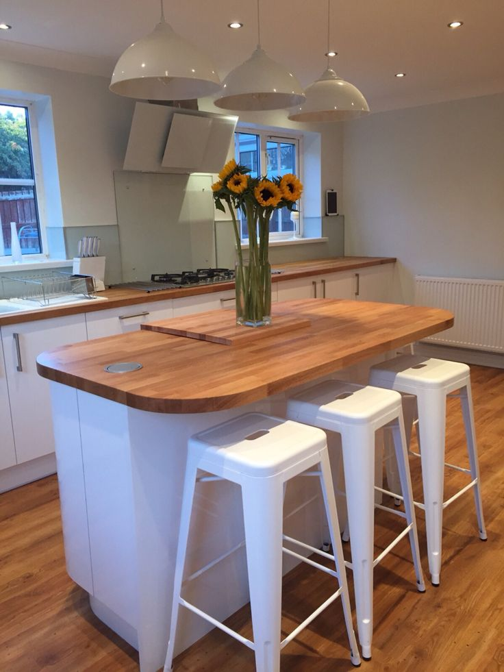 White gloss kitchen with oak worktop