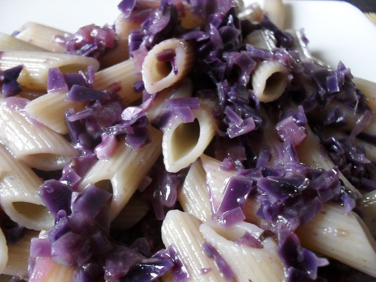 healthy & tasty - penne with purple cabbage sauce