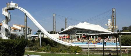 Des instants en famille au centre aquatique 29° à Châtelaillon-Plage | Pays Rochelais Charente-Maritime Tourisme #charentemaritime | #piscine | #loisir | #famille | #ChâtelaillonPlage | http://www.en-charente-maritime.com/organiser-sejour/sorties/faire/activites/centre-aquatique-29%C2%B0-chatelaillon-plage-0