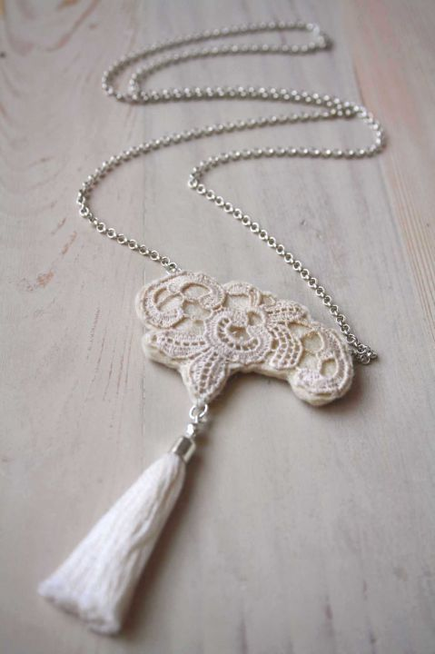 Lace necklace by http://www.breslo.hu/item/Csipkes-bojtos-nyaklanc-romantikusoknak_3279#