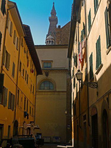 Firenze - borgo Allegri - sullo sfondo la guglia del campanile di Santa Croce   #TuscanyAgriturismoGiratola