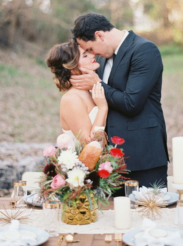 organic modern wedding inspiration - photo by Jenna McElroy http://ruffledblog.com/organic-modern-wedding-inspiration