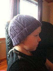 Two similar hats in one, based on same cable pattern combination as Bittas Mittens and Vistes Wristies.