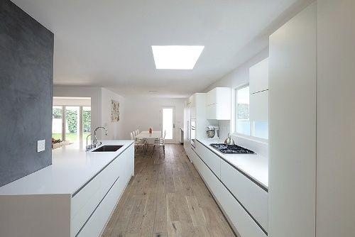 Rudy`s blog over Italiaanse Design Keukens e.d.: Witte keuken in Amsterdam met wit aanrechtblad.