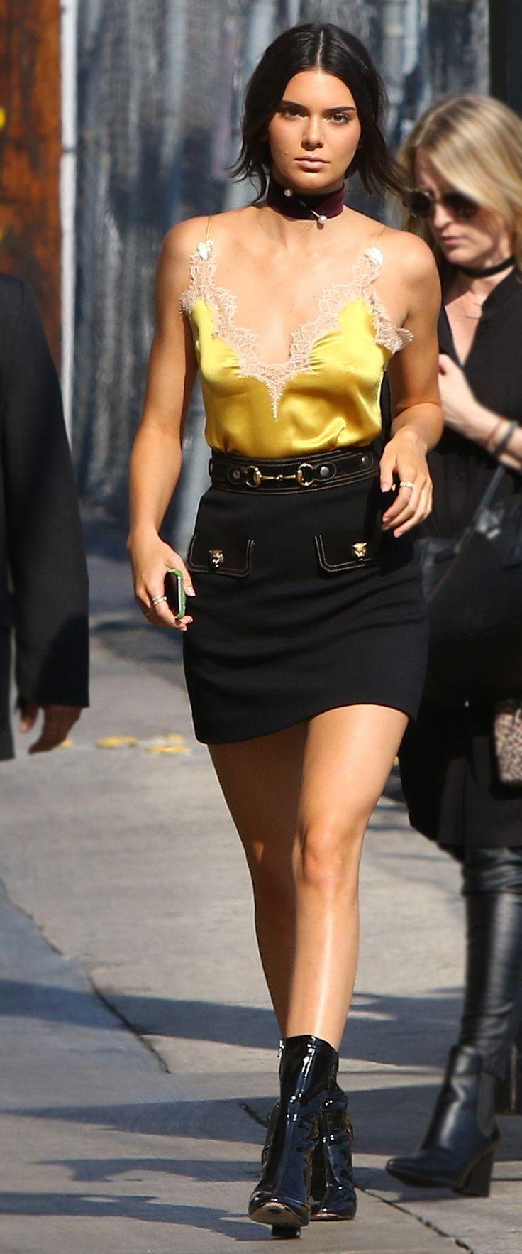 Look del día. Mustard cami+black mini skirt+black boots+choker. Late Summer Outfit 2016 Top lencero mostaza+mini falda de tuvo color negro+botines brillantes negros+maxi choker. Outfit de finales de verano 2016