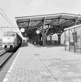 Station #Geldrop is een spoorwegstation in het Noord-Brabantse Geldrop aan de spoorlijn #Eindhoven - #Weert. Het station werd geopend op 1 november 1913.