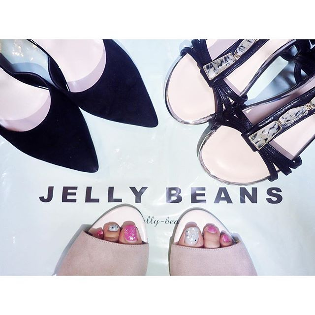 * * JELLY BEANS好きすぎて、今年3足目🙆笑 ブラックのがお気に入り💕 * #ジェリービーンズ #ネイル #夏の恋するサンダルネイル #ジェリービーンズ賞 * #JELLYBEANS #サンダル #ヒール #ミュール #セルフネイル #ペディキュア #靴 #夏 #シンプル #購入品 #足元倶楽部 #self_neil #pedicure #toenail #nailswag #shoes #sandal #fashion #instashoes #shoestagram #ladyshose #simple #instafashion #shoeslovers #myfavorite #👠