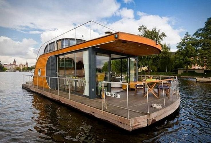 The dream of house-boat living is one not shared by many people. It certainly wasn't one of our until we boarded a fine example of . The Nautilus series not only looks fresh and stylish, with custom made interiors in white with splashes of green from the dotty decoration of the accessories within, i