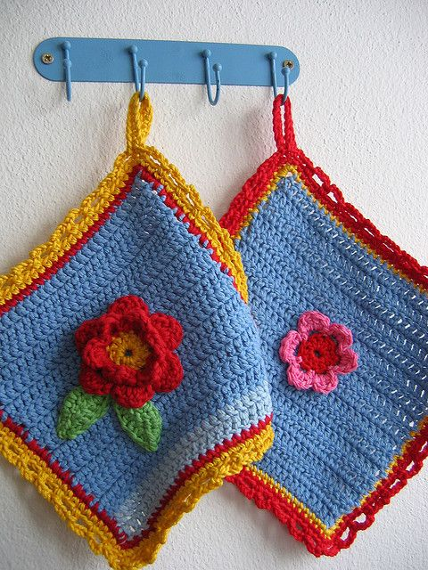 crocheted flower potholders                              <3 these colors