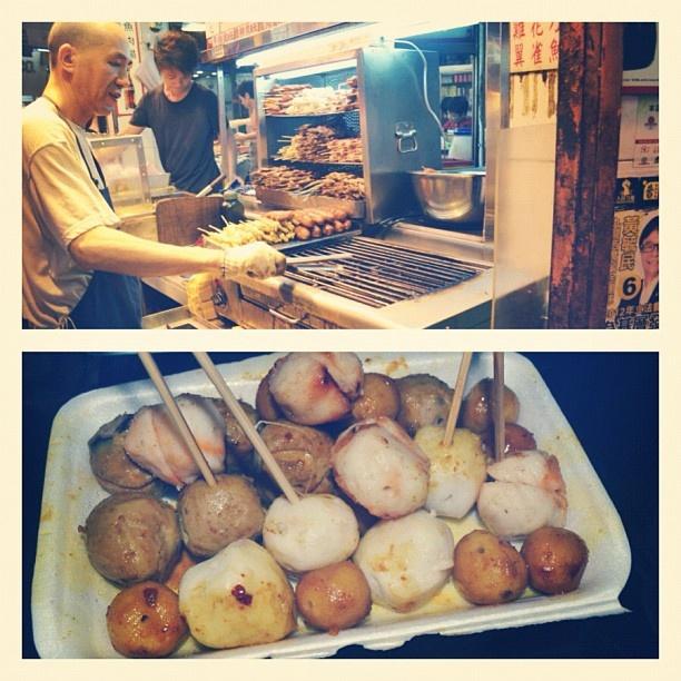 HK street food~ #food #foodporn #streetfood #fishballs #beefballs #comfortfood #igers #igfood #instamood #instagood  #hongkong #hk #travel - @j_teng