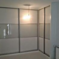 armario con forma de l en puertas correderas