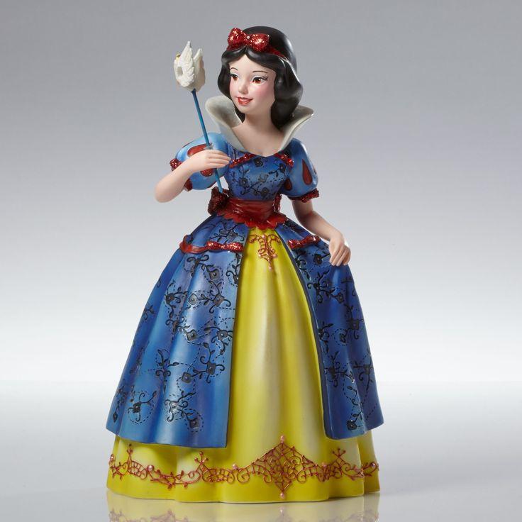 Snow White and the Seven Dwarfs - Snow White Masquerade - Walt Disney Showcase Collection - World-Wide-Art.com - #disney #disneyshowcase #figurines #masquerade #snowwhite