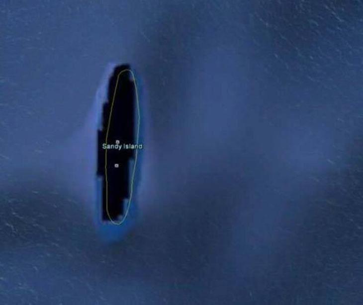 Ilha de Sandy, uma ilha inexistente. Esta descoberta é um pouco incomum. Quando os investigadores, que estavam usando o Google Earth para localizar as ilhas ao redor do mundo, encontraram a ilha de Sandy, enviaram uma equipe para encontrá-la para que pudesse ser categorizada de forma adequada. No entanto, quando a equipe chegou ao local, não encontraram nada. Esta ilha tinha sido mostrada em mapas por cerca de 100 anos. Aparentemente, isso foi apenas um erro cartográfico.