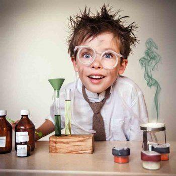 Aprende a colorear huevos con este experimento de ciencia para niños. Podrás tintarlos permanentemente con tintes naturales. Descubre con tus hijos los principios básicos de la química.