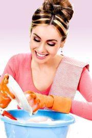 Enlever les taches de déodorant : en appliquant sur l'emmanchure du papier absorbant puis en passant un fer chaud dessus. Normalement, le papier va tout absorber. Il ne restera plus qu'à faire disparaître les taches jaunes de transpiration en les tamponnant avec un linge imbibé d'eau mélangée à de l'ammoniaque légèrement diluée. Si le vêtement est blanc, enlevez la tache en la tamponnant
