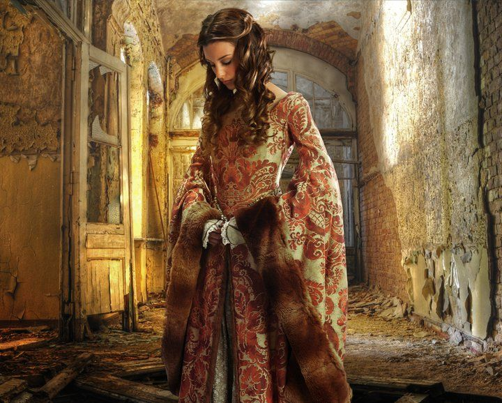 By Larry Rostant.: Dresses Clothing, Ball Gowns, Red Gowns, Costume, Larry Rostant, Princesses, Stories Inspiration, Medieval Dresses, Fairyt Fashion