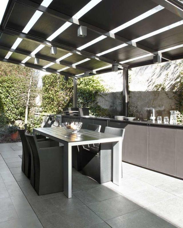 überdachung terrasse stahl schwarz outdoor küche