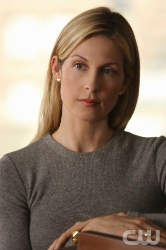 Rhoda Xanthe VELIUS 53 yo (FC: Kelly Rutherford) --> Janus' mother