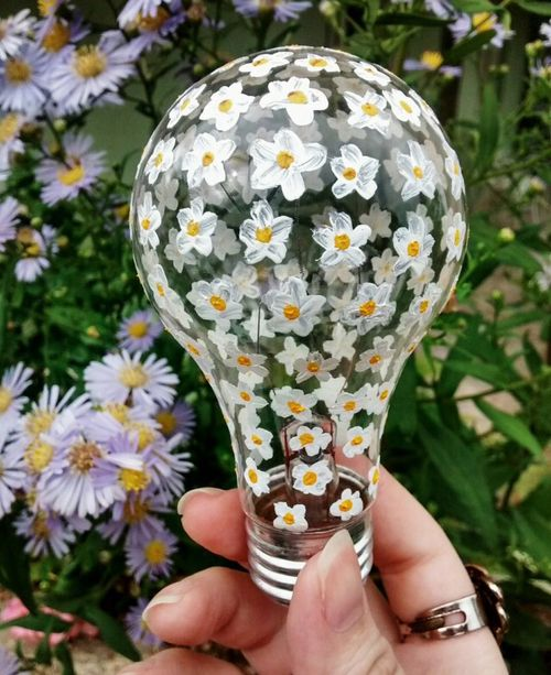 Decorate your old light bulbs for fun arts and crafts projects!
