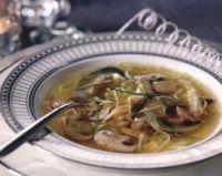 Heldere soep met gerookte kipfilet
