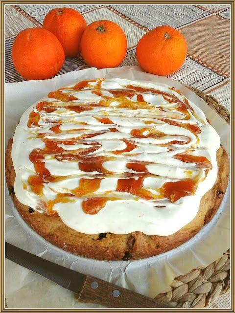 Βουτυρόμελο: Αφράτη σταφιδόπιτα με μους πορτοκάλι και μαρμελάδα