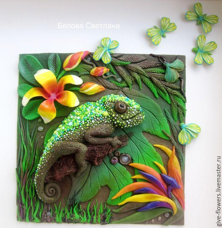 Купить Панно Тропики с хамелеоном из полимерной глины - зеленый, коричневый, тропики, хамелеон, бабочки
