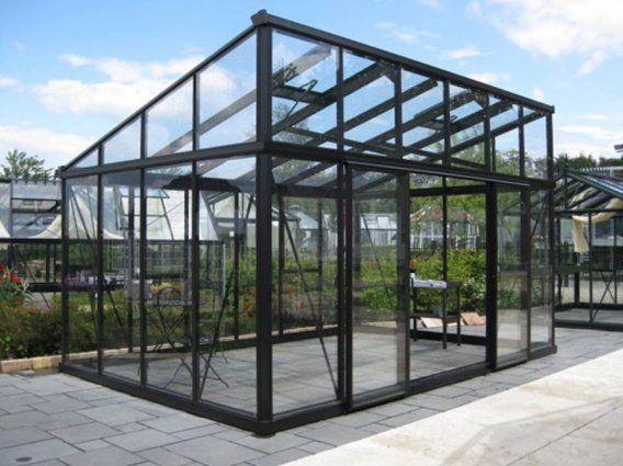 Drømme drivhus til min lille kolonihave - elsker det grafiske udtryk de sorte metal rammer giver