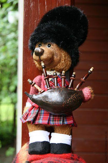 Купить или заказать Мишка 'Майкл О'Бир' в интернет-магазине на Ярмарке Мастеров. Этого мишку я назвала Майкл О*Бир,его образ,как воспоминание об общении с интересным человеком Наташей Катаевой,которая увлекательно рассказывала об Ирландии и Шотландии в свой последний приезд.…