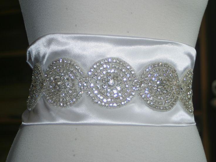 Aplicación bordada en pedrería a mano para vestidos o cinturones ...
