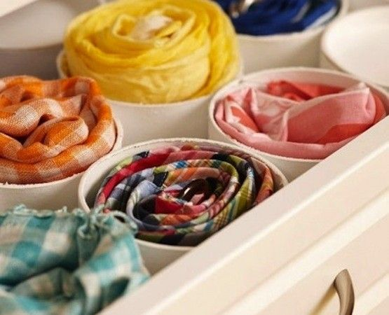 Хранение вещей в шкафу: дело в трубе. Режем трубу ПВХ и используем для хранения свернутых ремней, галстуков и шарфов