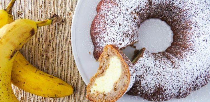 Bábovka z banánů a sýrovou náplní