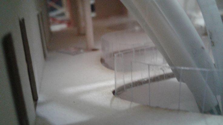 Antepechos transparentes y la cubierta que se va por los recintos