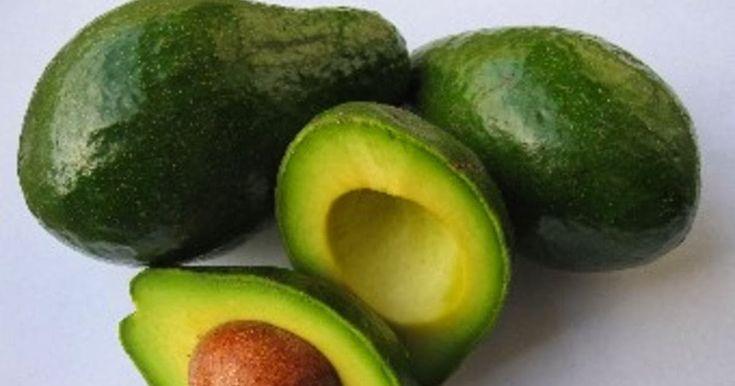 Ingreiente pentru Masca Reparatorie si Hidratanta cu Avocado: 1 banana, 2 oua, 1/2 avocado, 3 linguri ulei de masline, 3 linguri miere incalzita.