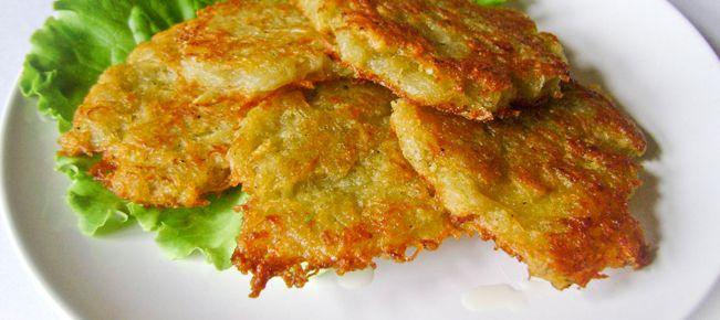Драники (деруны) картофельные постные ========================== Как приготовить драники (они же деруны) из картофеля без яиц, то есть постными. Знакомим с секретами блюда :-)
