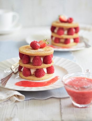 The perfect backyard treat for Canada Day? Mixed fruit shortbread stacks: http://gustotv.com/recipes/dessert/mixed-fruit-shortbread/