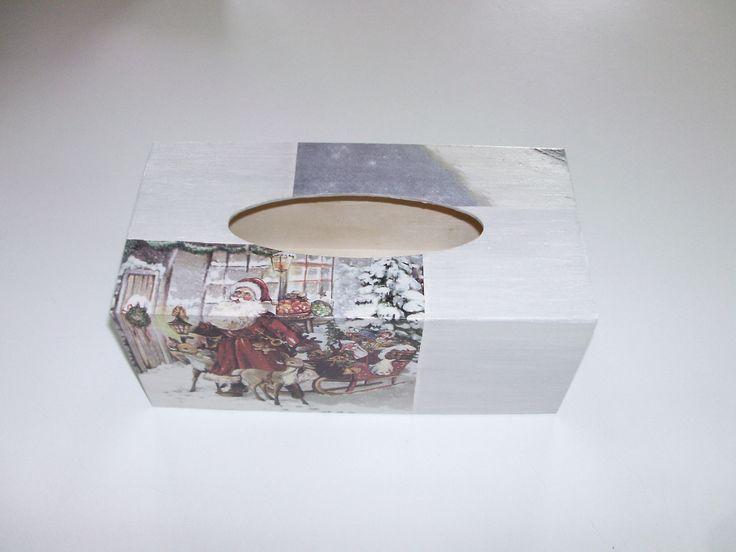 boîte à mouchoirs en bois motif père noël,traîneaux,rennes,enfants,jouets,noël peint en blanc et gris : Accessoires de maison par idees-cadeaux-d-ameline
