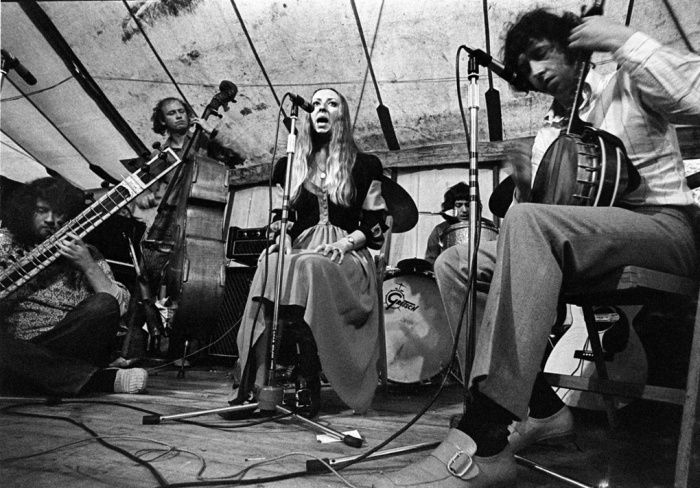 John Renbourn, left, performing in Pentangle, with Danny Thompson, Jacqui McShee, Terry Cox and Bert Jansch at the Cambridge folk festival in 1969.