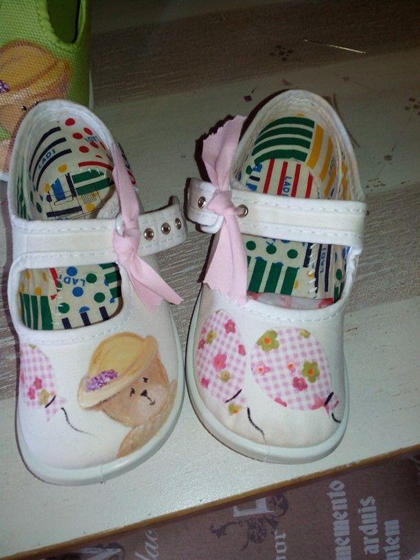 Zapatillas pintadas y con aplicaciones en tela..monas!!