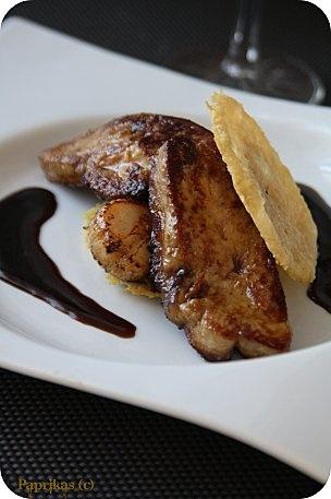 Millefeuille parmesan, foie gras et St-Jacques sauce Miel-Balsamique