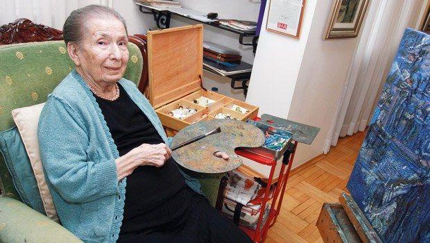 Resme adanmış bir ömür _ Türk resminin yaşayan en eski ustalarından Naile Akıncı, dün 91 yaşında hayatını kaybetti. Çağlayan Florance Nightingale Hastanesi'nin yoğun bakım servisinde tedavi gören Akıncı, 75'inci sanat yılını geçtiğimiz yıl İş Sanat Kibele Sanat Galerisi ile İş Sanat İzmir Sanat Galerisi'nde düzenlenen kapsamlı retrospektif sergilerle kutlamıştı. http://www.hurriyet.com.tr/kultur-sanat/26142127.asp