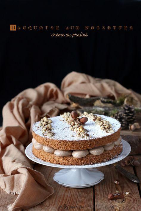 J'ai réalisé cette dacquoise aux noisettes et crème au praliné pour l'anniversaire de mon aîné la semaine dernière. Sa seule exigence était que je ne fasse pas un gâteau au yaourt « customisé » comme il dit ! Je les aime bien ces gâteaux au yaourt là...